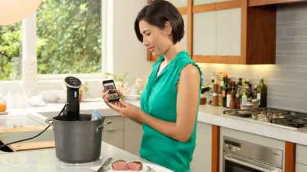 真空低温烹调炊具Anova Precision Cooker可通过蓝牙和 iPhone 来控制
