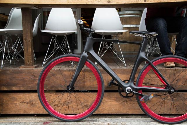 智能自行车Valour可监测盲区还能防盗,更能社交