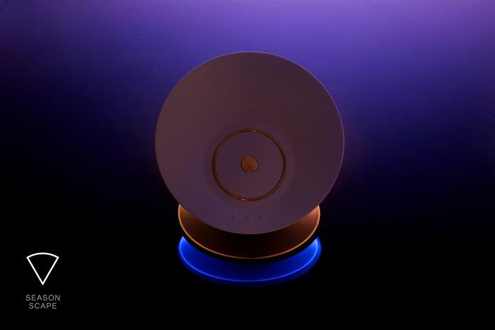 智能灯SEASON SCAPE充电后可装在家里任意位置