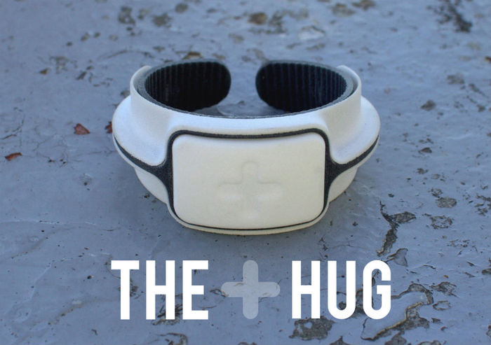 The Hug智能水杯可根据性别体重提供饮水建议