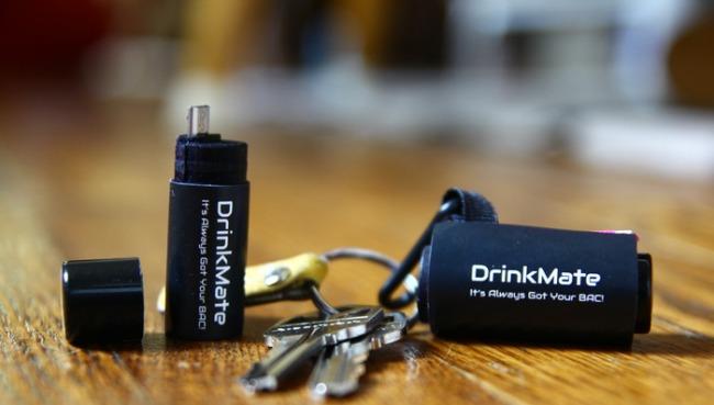 最小酒精检测仪DrinkMate插手机上就自测酒精