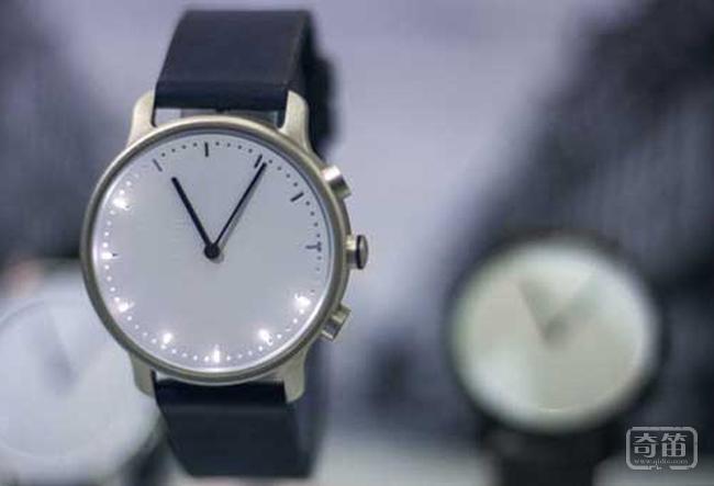 Nevo智能手表能够支持记录运动数据、来电提醒