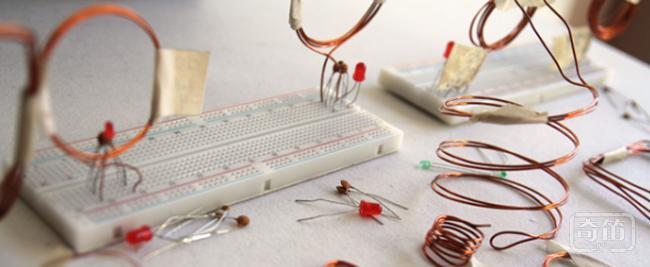 Aura通过自身磁场能量环供电无需缠绕电线