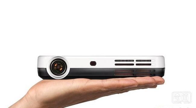 G-Color智能3D无屏电视让客厅变成家庭影院
