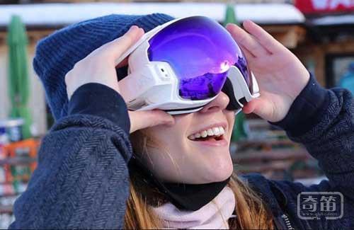 RideOn智能护目镜滑雪时和你虚拟互动