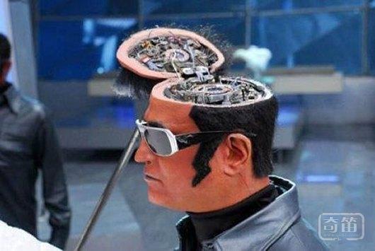 周鸿祎调侃:当机器人的脑子超过人脑后,360可以保护人类