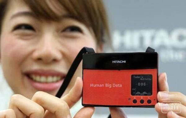 Hitachi智能工牌可测员工幸福感