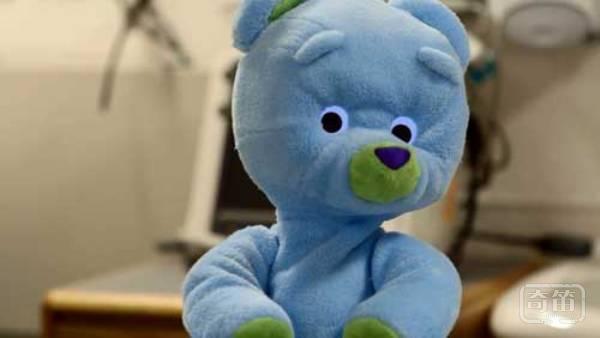 Huggable泰迪熊能说话,还能猜谜语