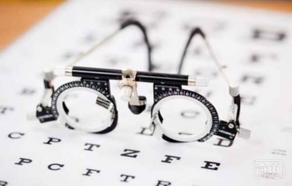 Blink 能够帮助四眼在家自助完成配眼镜