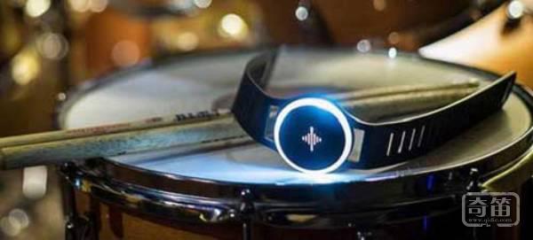 Soundbrenner臂带能让乐手更好地找准节奏