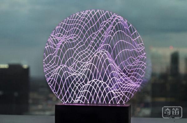 有貌有才的Pretty Smart Lamp装饰灯能寻找迷失的手机