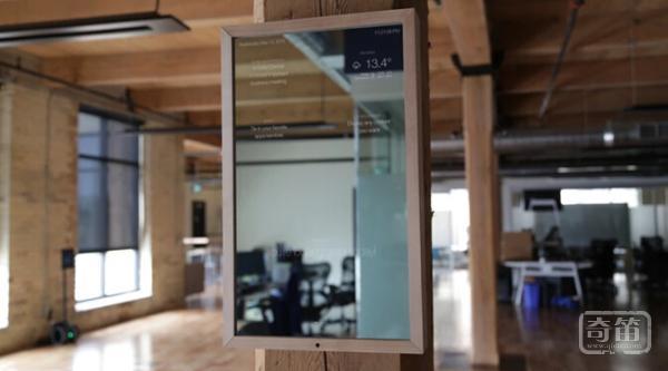 Ian Seyler的智能镜子可以显示许多种定制信息