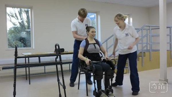 关上门上帝开了窗,机器外骨骼可助瘫痪患者实现行走