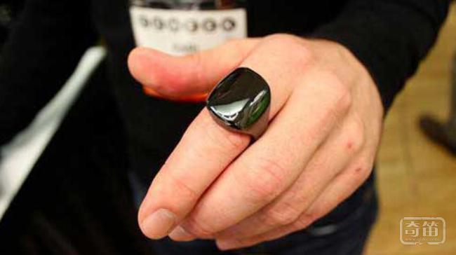 ura智能戒指内置睡眠和活动监测器