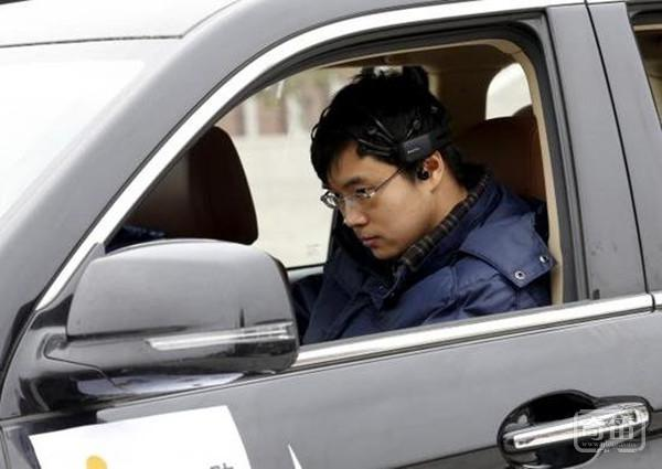 国内首款脑控汽车发布,目前只能走直线