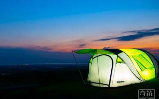 我的帐篷自己会发电 深山老林露营也不怕黑