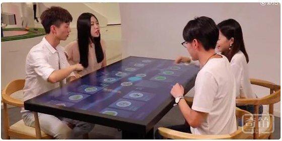 """在桌上摆了摆手就完成点餐,马云要打造的""""未来智能餐厅""""是什么样子"""