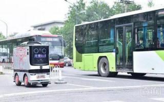 京东自动驾驶配送机器人现身北京街头
