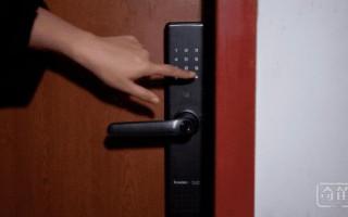 我用天猫精灵打开了一款智能门锁
