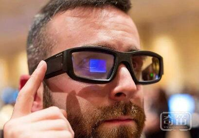 Vuzix发布企业级智能眼镜M400